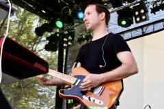 IMG_8372-kunstfehler-musik-live-westerwood-festival-open-air-heimborn-nister-altenkirchen-50-jahre-woodstock-punkrap-musiker-band-koblenz-buehne-festivalsommer-2019