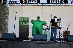 IMG_8395-kunstfehler-musik-live-westerwood-festival-open-air-heimborn-nister-altenkirchen-50-jahre-woodstock-punkrap-musiker-band-koblenz-buehne-festivalsommer-2019