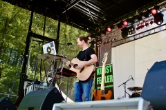 IMG_8487-kunstfehler-musik-live-westerwood-festival-open-air-heimborn-nister-altenkirchen-50-jahre-woodstock-punkrap-musiker-band-koblenz-buehne-festivalsommer-2019