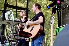 IMG_8498-kunstfehler-musik-live-westerwood-festival-open-air-heimborn-nister-altenkirchen-50-jahre-woodstock-punkrap-musiker-band-koblenz-buehne-festivalsommer-2019