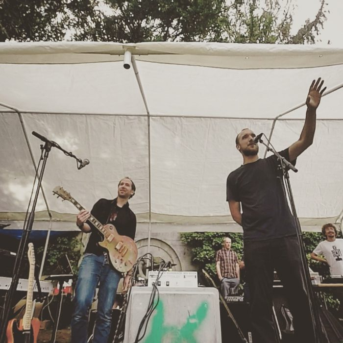 Kunstfehler-Live-Musik-Köln-Edelweisspiratenfestival-Konzert-Gig-Duo-Band-Rock-Rap-Rockrap-Crossover-Alienkostüm