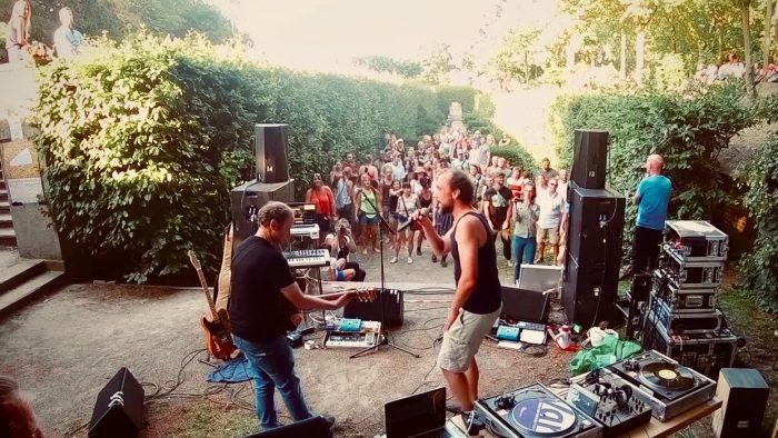 Kunstfehler-Live-Musik-Konzert-Duo-Band-Rap-Pop-Rock-Edelweisspiratenfestival-Köln-Koblenz-Sommer-Festival-Gig-Musiker-draussen