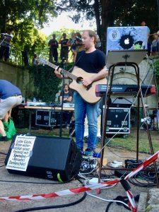 kunstfehler-musik-köln-edelweisspiratenfestival-2018-flirtgraben-friedenspark-festival-edelweisspiraten-sommer-in-der-stadt-koblenz-duo-band-alien-kostüm-maschinen-rock-rap-3