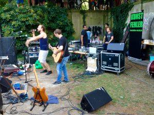 kunstfehler-musik-köln-edelweisspiratenfestival-2018-flirtgraben-friedenspark-festival-edelweisspiraten-sommer-in-der-stadt-koblenz-duo-band-alien-kostüm-maschinen-rock-rap-5