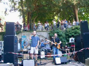 kunstfehler-musik-köln-edelweisspiratenfestival-2018-flirtgraben-friedenspark-festival-edelweisspiraten-sommer-in-der-stadt-koblenz-duo-band-alien-kostüm-maschinen-rock-rap-7