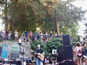 kunstfehler-musik-köln-edelweisspiratenfestival-2018-flirtgraben-friedenspark-festival-edelweisspiraten-sommer-in-der-stadt-koblenz-duo-band-alien-kostüm-maschinen-rock-rap-8
