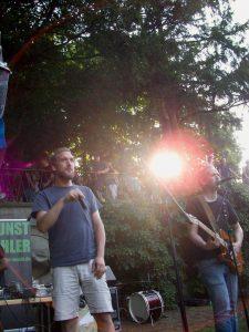 kunstfehler-musik-köln-edelweisspiratenfestival-2018-flirtgraben-friedenspark-festival-edelweisspiraten-sommer-in-der-stadt-koblenz-duo-band-alien-kostüm-maschinen-rock-rap-9jpg