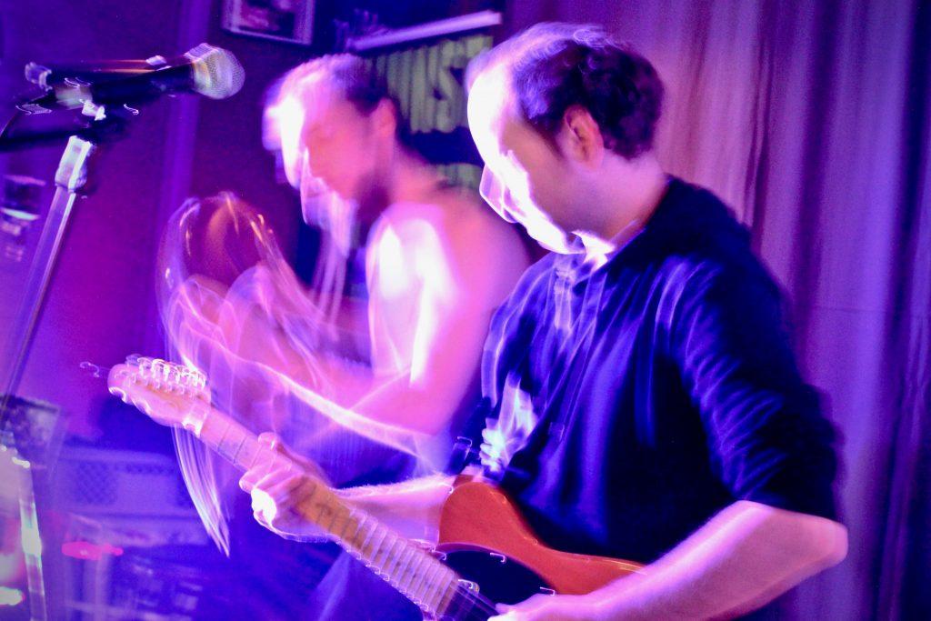 kunstfehler-konzert-live-musik-koblenz-whites-stadttuni-tonzimmer-vorstadt-gig-kneipe-rock-rap-crossover