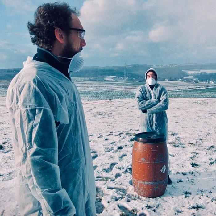 Muede-Kunstfehler-Musik-deutschrap-sprechgesang-neues album-endlager I-helikopter-koblenz-band-duo-rap-punkrap-popmusik-schnee-rote tonne