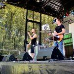 kunstfehler-musik-live-westerwood-festival-open-air-heimborn-nister-altenkirchen-50-jahre-woodstock-punkrap-musiker-band-koblenz-buehne-festivalsommer-2019